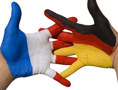 Mains aux couleurs franco allemandes